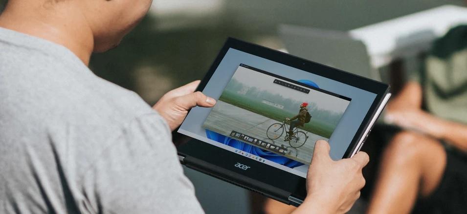 Photos-App-Windows-11-Design-Man-Holding-Tablet