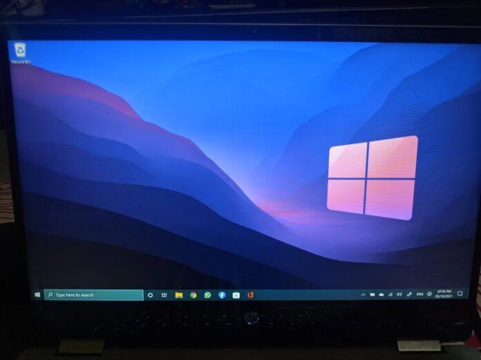 Windows-11-Windows-10-Taskbar